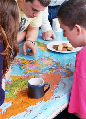 World Map Tablecloth, Oilcloth (standard) - TableWise
