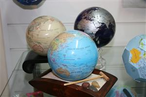 Wooden Stand for your Mova Globe - Wooden Flat Stand with Sand and Rake